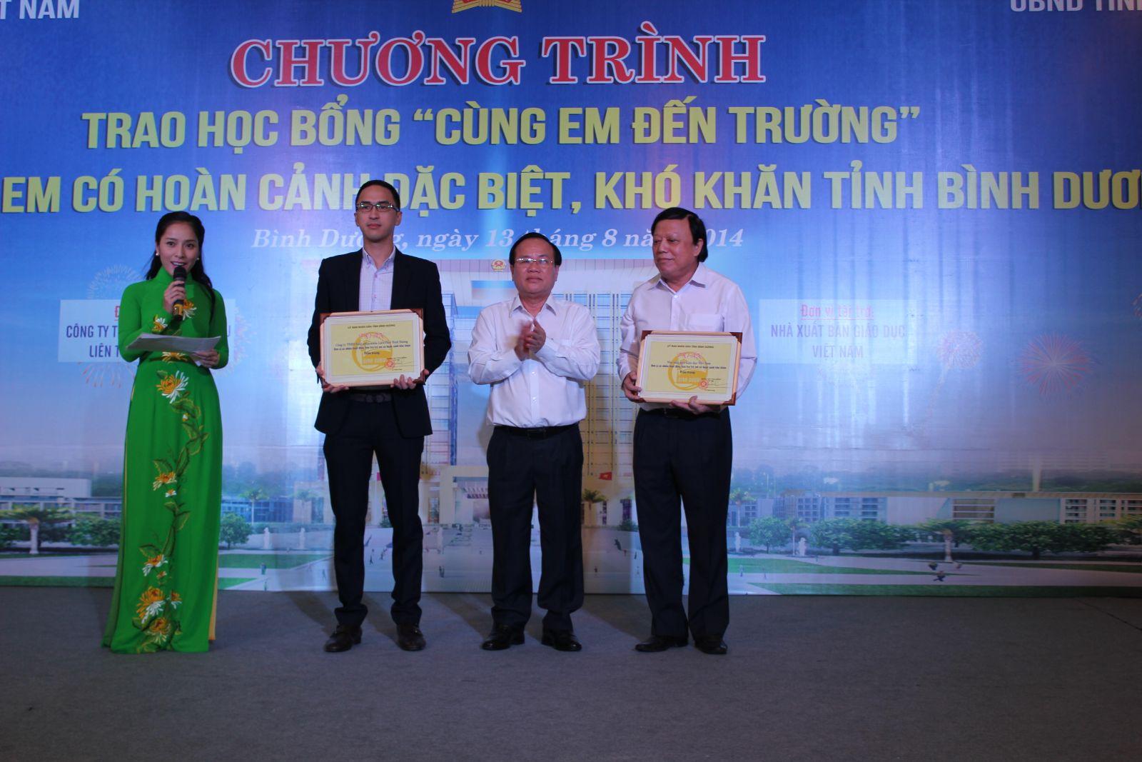 Nhà xuất bản Giáo dục Việt Nam đồng hành cùng Qũy bảo trợ trẻ em Việt Nam